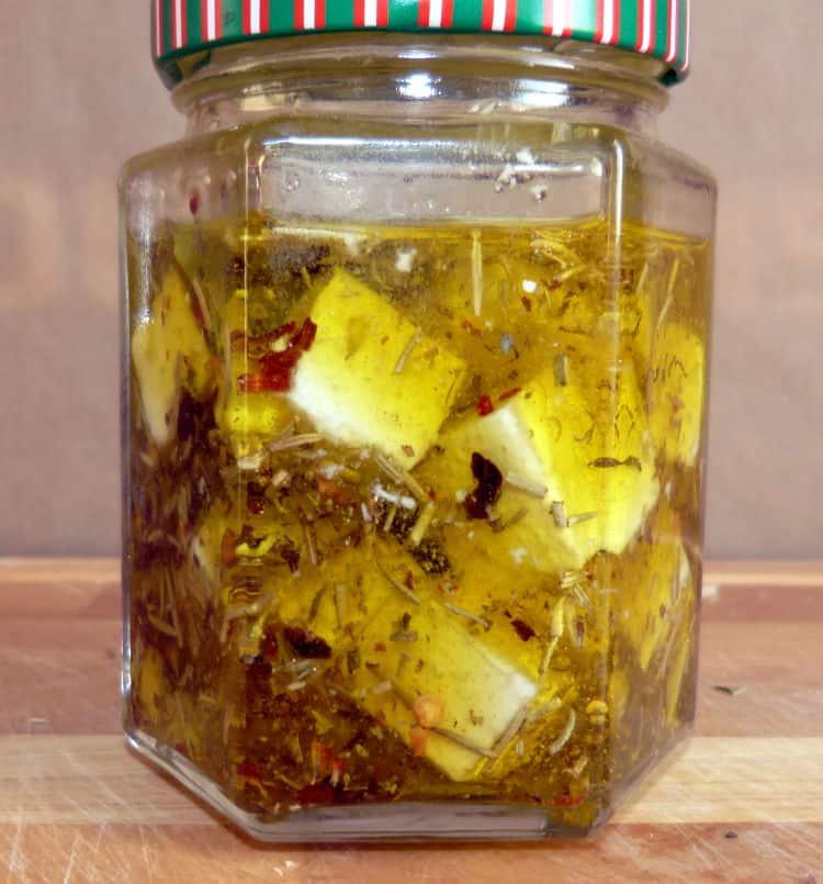 Eingelegter Feta in Olivenöl zum Selbermachen