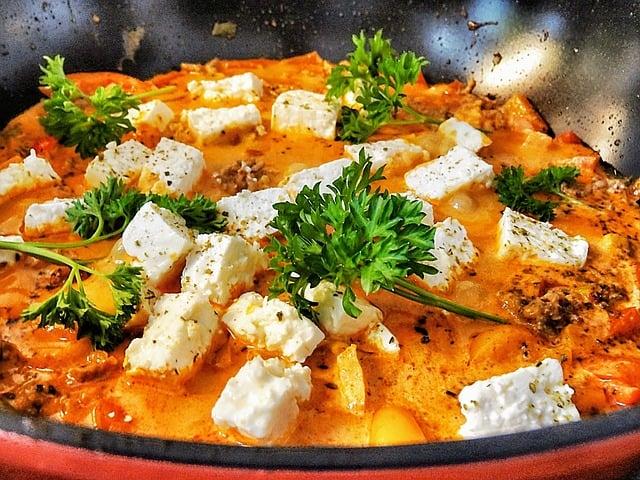 Gefrorene Fetawürfel in Suppe